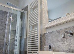 bagno trilocale con terrazza