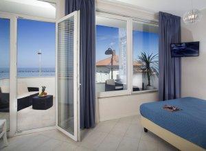 camera letto trilocale con terrazza al 1 piano